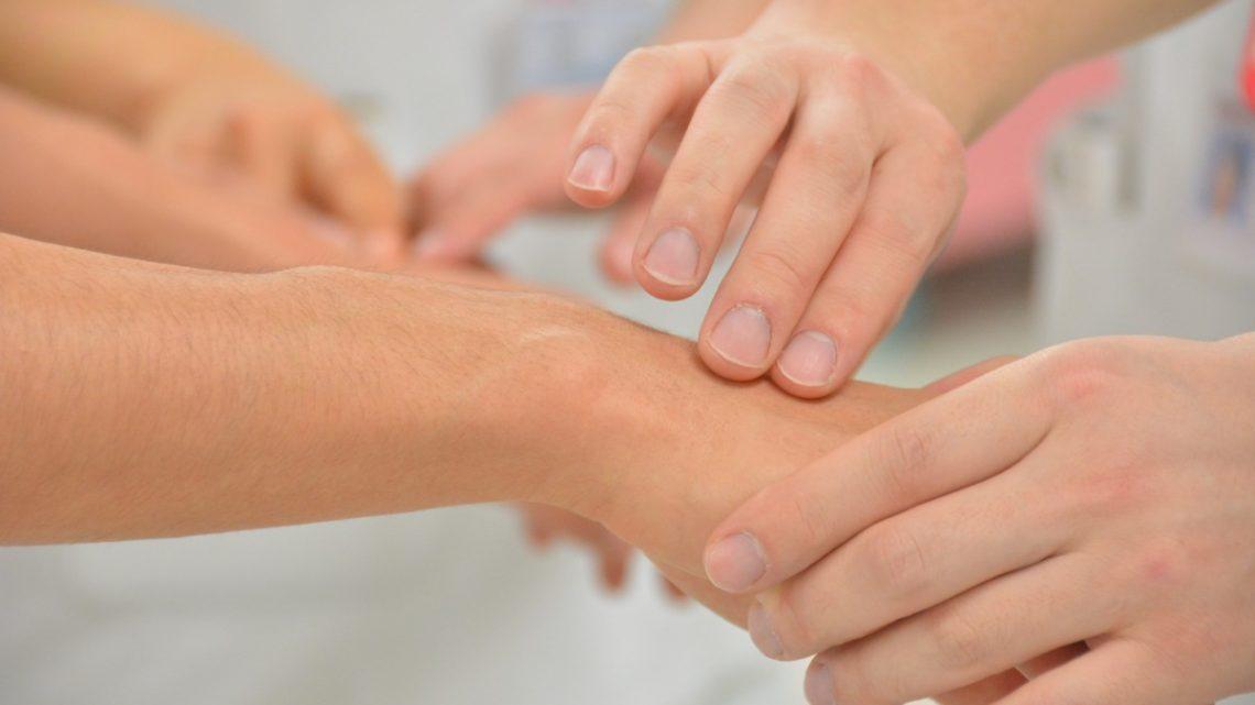 Comment prendre soin de sa peau sensible à la maison ?