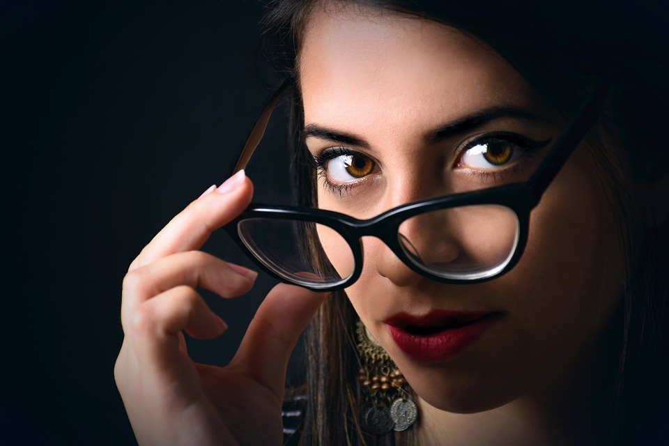 Porter des lunettes : trouver le modèle idéal selon la forme du visage
