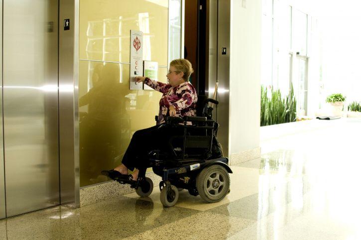 Comment voyager en fauteuil roulant ?